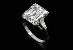 assicurazione sui diamanti anello