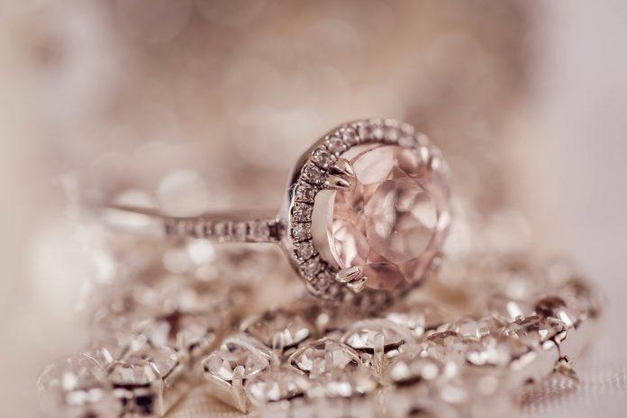 come conservare i diamanti anello