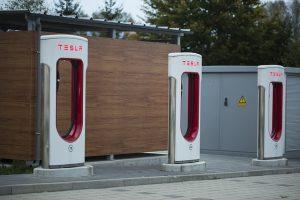investite in Tesla