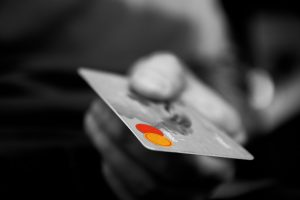 pagare con la carta di credito
